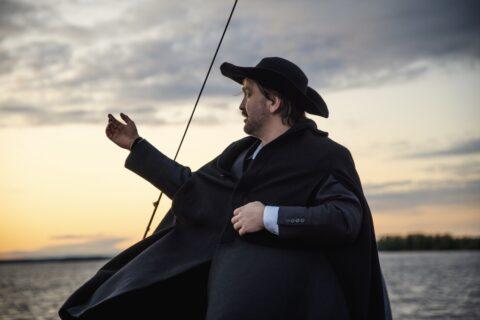 Sami Sainio Leinon roolissa näytelmäristeilyllä