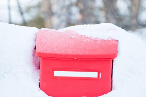 Postilaatikko talvella